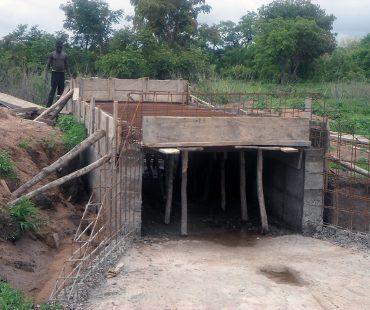 Construcción del puente. Accesos a la escuela Esteban de Sirarou. 2015