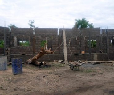 Construcción del comedor escolar en Sirarou.  2015
