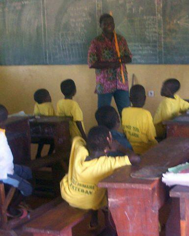 Construcción, equipamiento y apoyo educativo en la escuela primaria Esteban de Sirarou