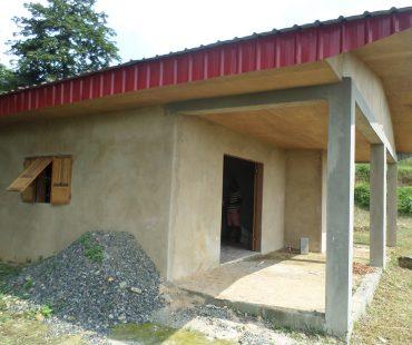 Fachada del nuevo centro Promoción de la Mujer en Río Muni. Kogo, 2015