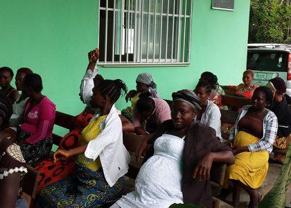 Ayuda de emergencia Al Saint Joseph catholic Hospital de Monrovia durante la epidemia de ébola
